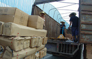 """""""5·12""""汶川地震后,ca88亚洲城将帐篷等赈灾物资连夜送往灾区"""