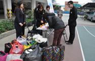 2011年,为甘肃卓尼县藏族中学募捐过冬衣物