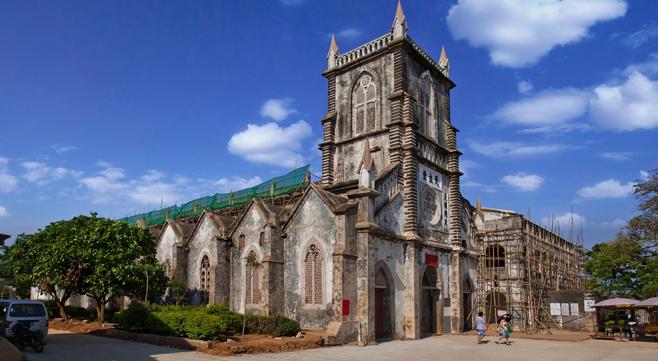 中国最美海岛涠洲岛160年天主教堂